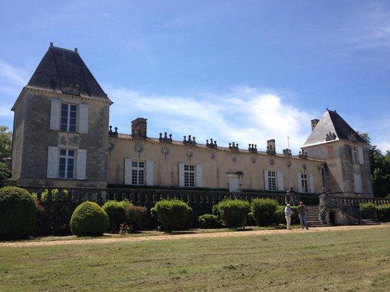 Château de Sales: Façade arrière du château sur le jardin