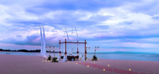 Ayodya Resort Bali: Romantic Diner by the beach