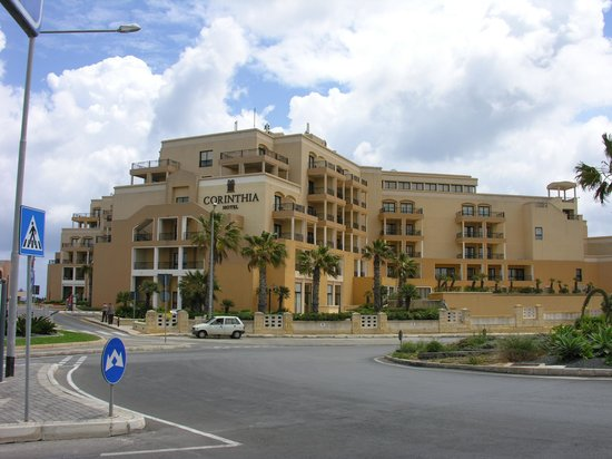 Corinthia Hotel St. George's Bay : Front of Hotel