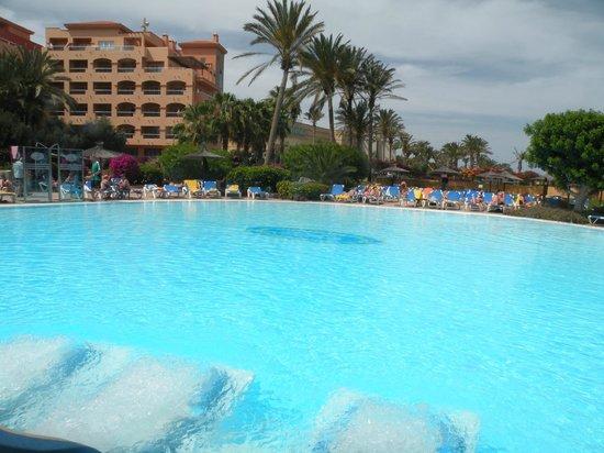 Hotel Elba Sara : La piscina