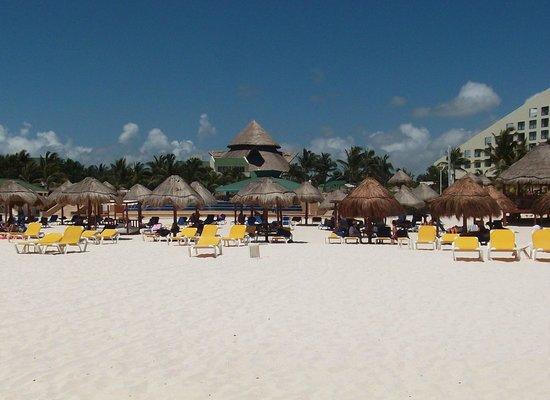 Iberostar Cancun: Blick vom Strand auf das Hotel