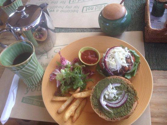 Earth Cafe & Market: Best veggie burger I've ever eaten