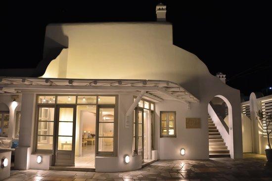 Porto Mykonos Hotel : フロント 清潔感満載です
