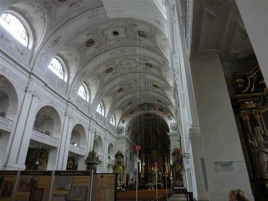 Basilika St. Anna: Ein fantastisches Kirchenschiff