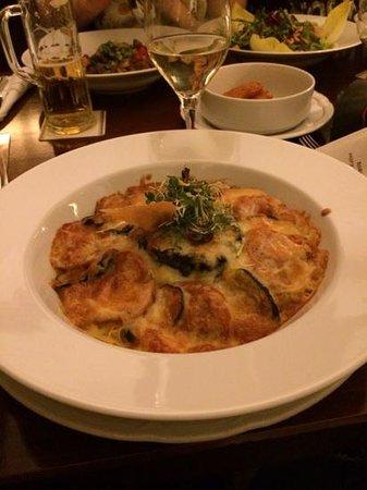 Auerbachs Keller Leipzig: Tomatoes and squashes gratin with mozzarella
