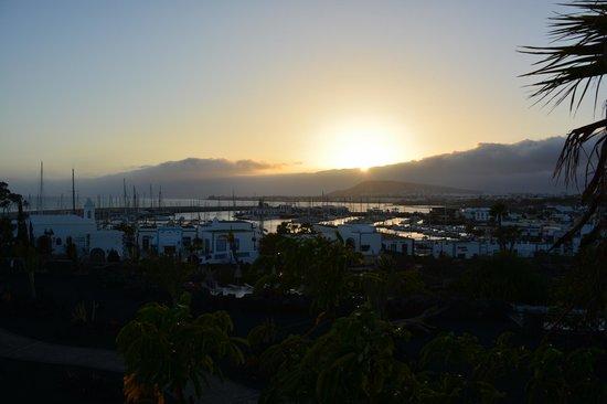 Hotel THe Volcan Lanzarote : Vistas de la habitacion (puesta de sol)