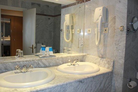 Abades Benacazon: ванная