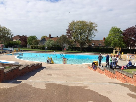 Greenbank Pool: First day of 2014!