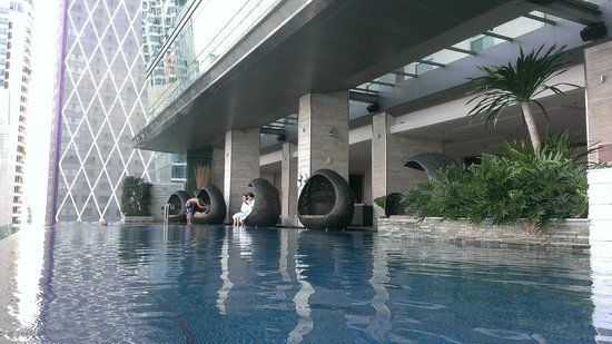 Eastin Grand Hotel Sathorn: infinity pool