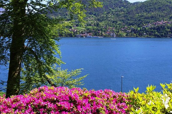 Holidays in Gittana : View of Lake Como