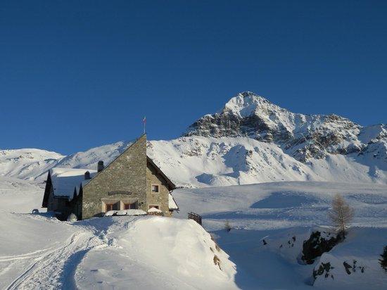 Rifugio Ca Runcasch: Il rifugio in inverno