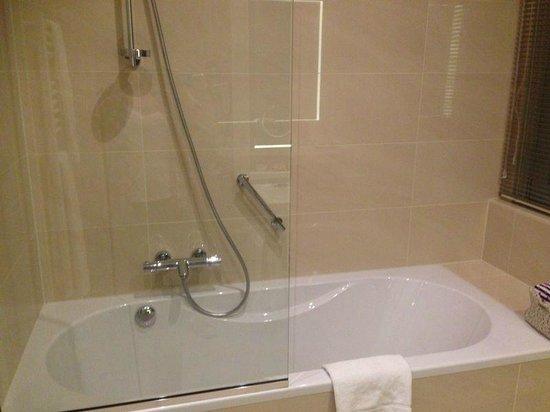 Thon Hotel EU: Bañera