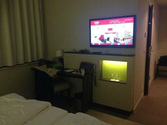 Thon Hotel EU: Escritorio Habitación