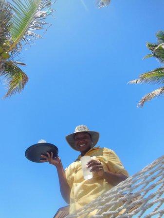 Nisbet Plantation Beach Club: Juel serves iced water on Tap