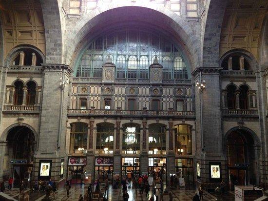 Bahnhof Antwerpen-Centraal: Estación