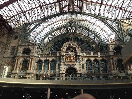 Bahnhof Antwerpen-Centraal: Estación principal