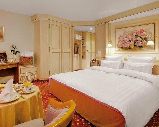 Hotel Adler Haeusern : Doppelzimmer Standard mit Balkon