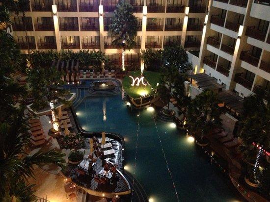 Deevana Plaza Phuket Patong : pool view at night