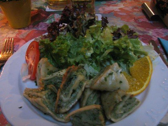 Baumeisterhaus: Maultashen com salada.