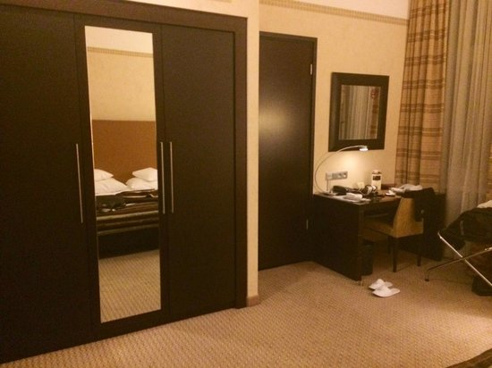 Polonia Palace Hotel: spacious room