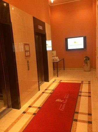 Polonia Palace Hotel: lifts