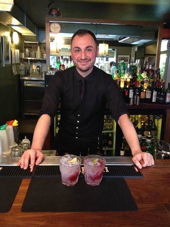 Nonnas : Fab cocktail waiter
