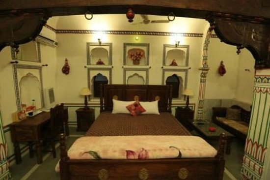 Awesome Maharaja Big Old Woods Work Room With King Size Bad Download Free Architecture Designs Scobabritishbridgeorg