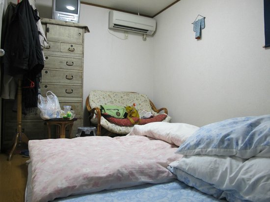 Tama Ryokan: do not fold that bedcover, this room has 2 heaters
