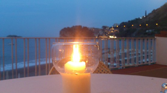 Lido Mediterranee Hotel: Вечерний вид