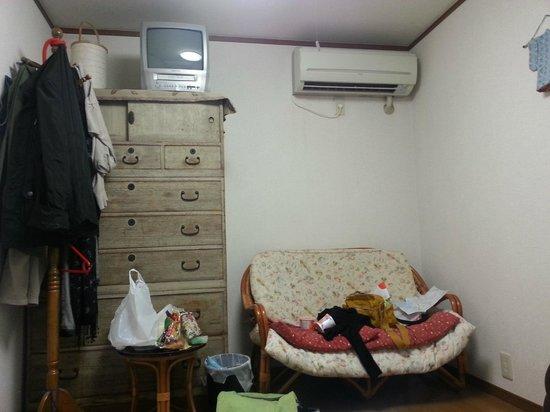 Tama Ryokan: sofa in room, also has 2 heaters