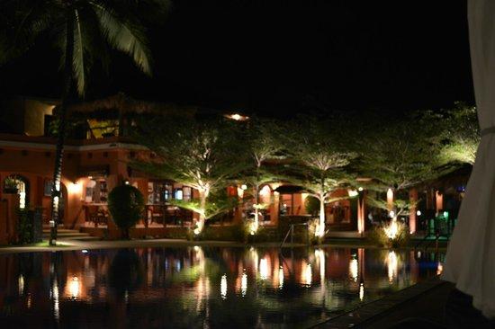 Casa del Mar, Langkawi: 夜のホテル