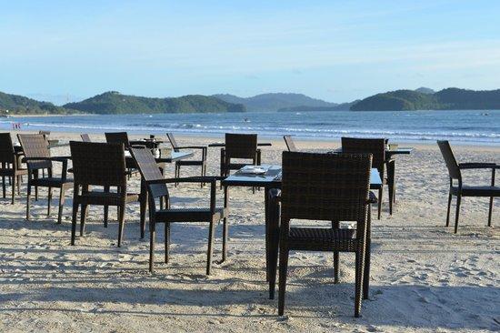 Casa del Mar, Langkawi: ビーチで食事 ステキです