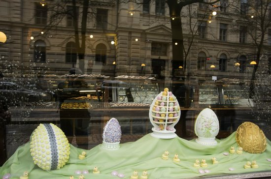 Ekberg's Easter shop-window