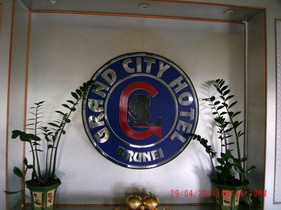Grand City Hotel: Sign