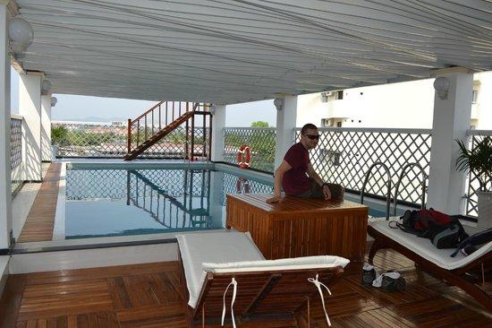 Moonlight Hotel Hue: pool area