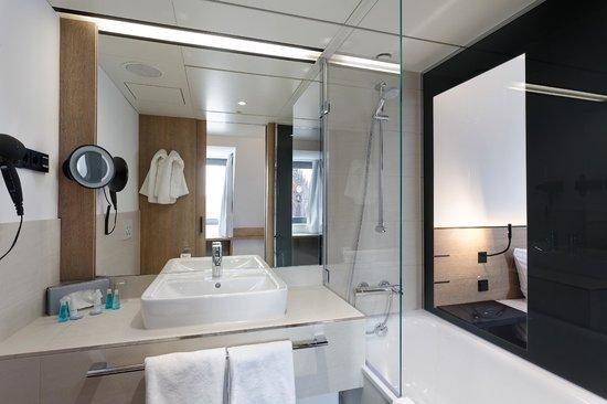 Badezimmer im sorat hotel saxx nürnberg