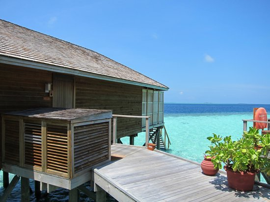 Vilamendhoo Island Resort & Spa : Our villa