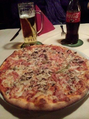 Pizzeria Scarabocchio: Naturalmente in italia ne ho mangiato di migliori,ma decisamente ne ho anche mangiato di peggior
