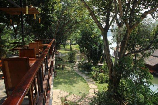 Boutique Raft Resort: Restaurant et jardins