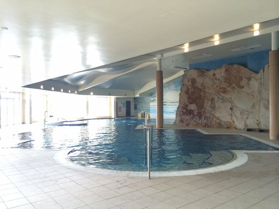 Redcastle Hotel: Pool