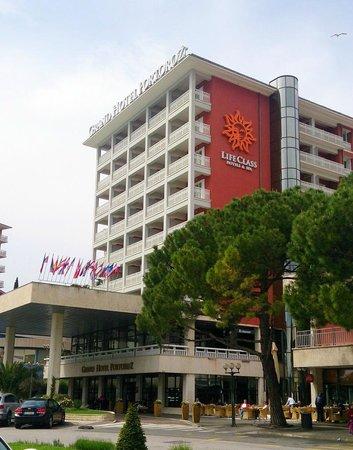 Grand Hotel Portorož: hotel view