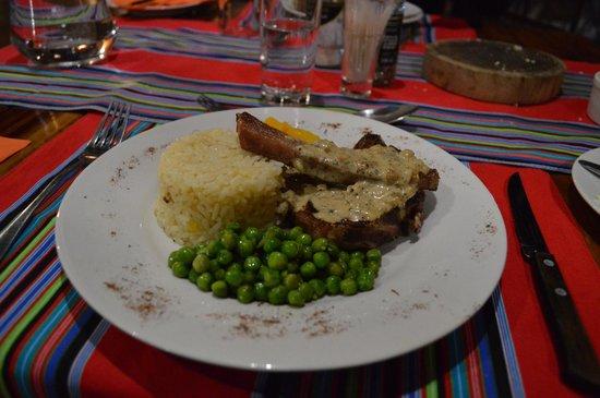 Mashovhela Bush Lodge : Côtes d'agneau citrouille, petits pois et riz