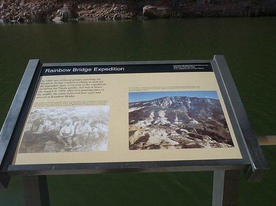 Regenbogenbrücke: panel informativo