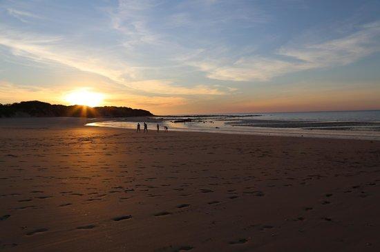 Ramada Eco Beach Resort: The beach at sunset