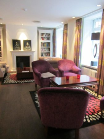First Hotel Mayfair: Lounge area