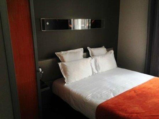 Hotel du Cadran Tour Eiffel : Cama