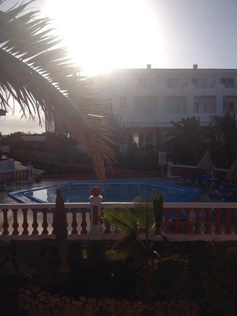 Globales Costa Tropical: sunset over the kiddies pool