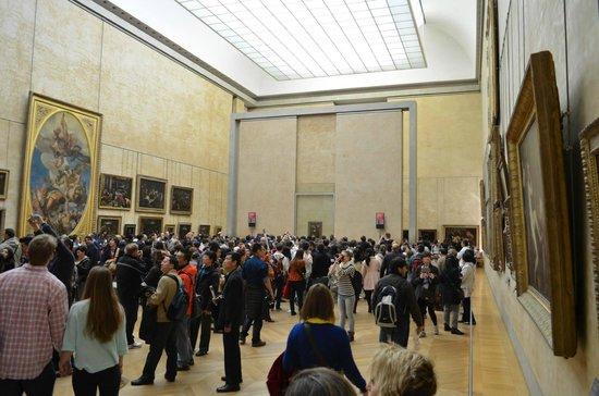 Louvre Museum: in fondo in fondo c'è la Gioconda