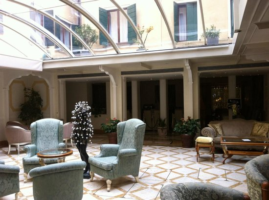 Hotel Carlton on the Grand Canal: Lobby area