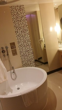 Centara Grand at CentralWorld : washroom